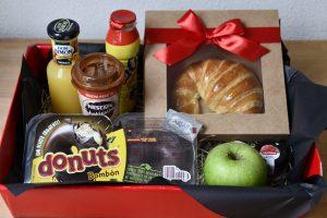 Desayuno básico sorpresa con chocolate